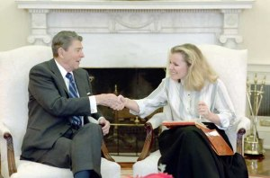 Reagan_with_Peggy_Noonan